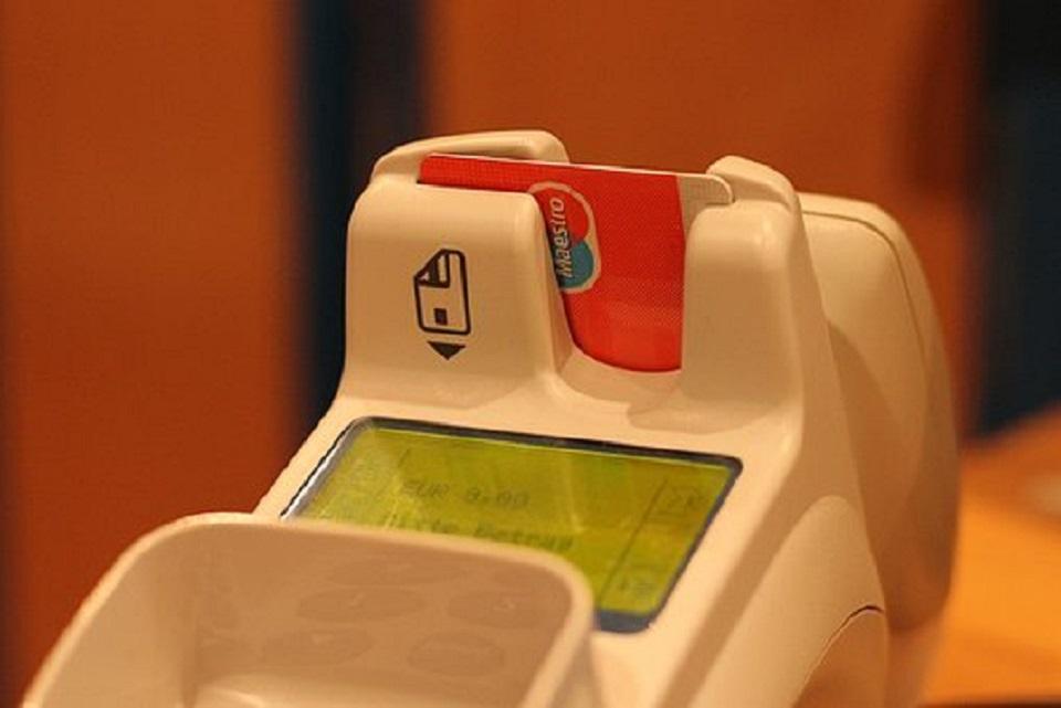 Cómo actuar ante cargos no autorizados en la cuenta o tarjeta bancaria.